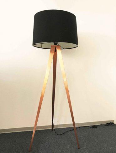 Lámpara de pie TRÍPODEII de Aromas
